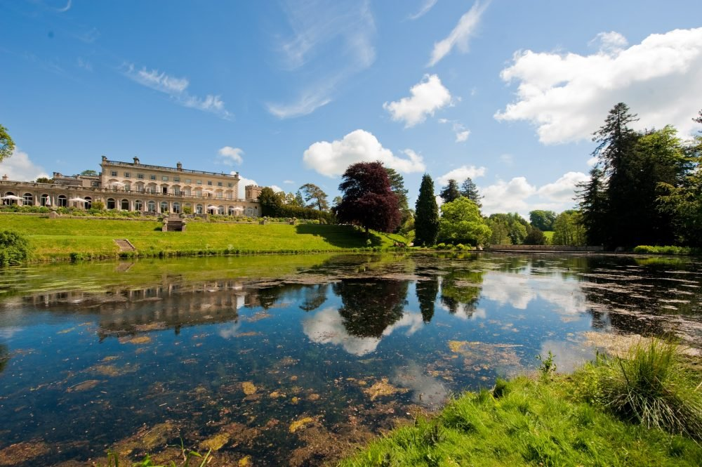 Cowley Manor in front of lake